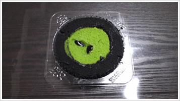 プレミアム宇治抹茶と黒胡麻のロールケーキ2